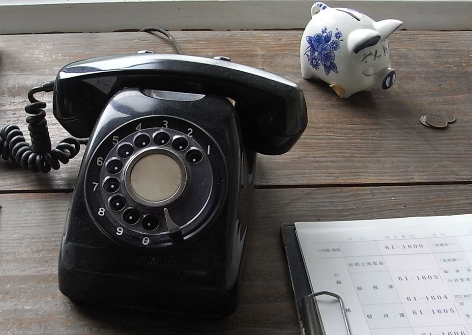 懐かしい黒電話機・・・_a0241725_238445.jpg