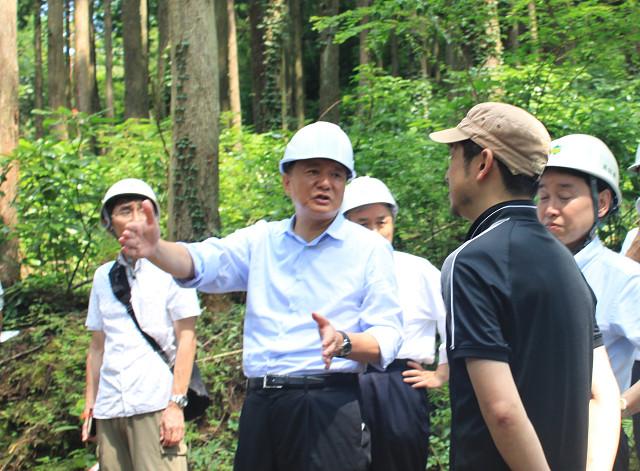 新藤総務相が自伐型林業の現場を視察_a0051539_6205739.jpg