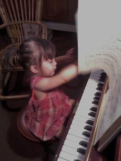 小さなピアニスト_a0169172_035075.jpg