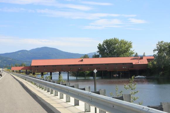 SKY130805 95号線沿いから町につながる屋根のある橋がとっても印象的_d0288367_759301.jpg