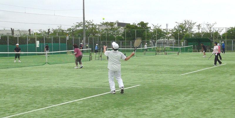 シニアテニスクラブの練習試合_b0114798_171814.jpg