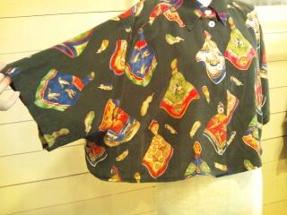 スカーフ柄のシャツ_e0268298_14115713.jpg