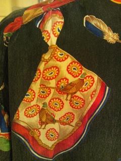 スカーフ柄のシャツ_e0268298_14141663.jpg