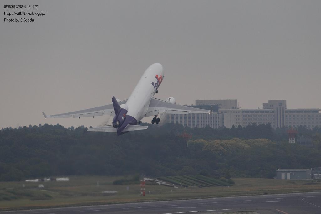 成田航空博物館屋上より離陸機を撮る_d0242350_10134198.jpg