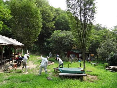 広場の草も昆虫たちのために残して刈る  in  孝子の森_c0108460_188250.jpg