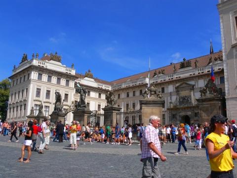 中欧家族旅行2012年08月-第九日目-チェコ・プラハ、プラハ城(I)、入城、第1と2の中庭_c0153302_1721307.jpg