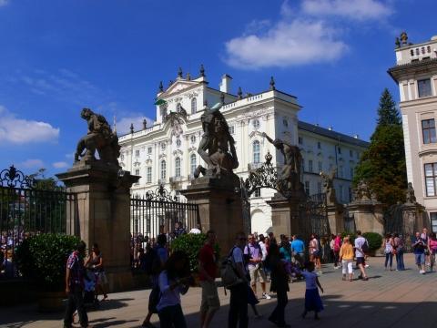 中欧家族旅行2012年08月-第九日目-チェコ・プラハ、プラハ城(I)、入城、第1と2の中庭_c0153302_17224941.jpg