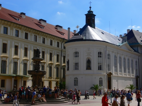 中欧家族旅行2012年08月-第九日目-チェコ・プラハ、プラハ城(I)、入城、第1と2の中庭_c0153302_17241147.jpg