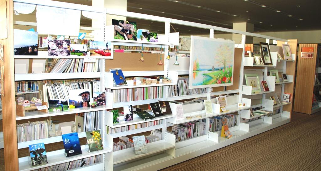 3階図書館 本×アート_b0228113_14242597.jpg