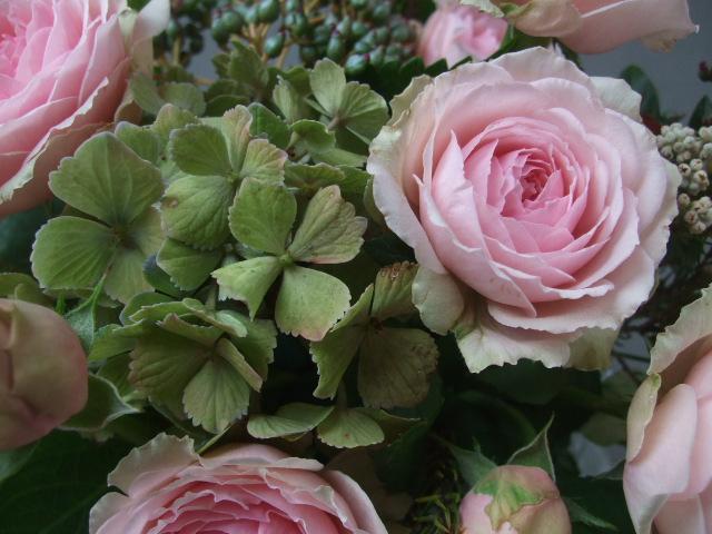 オークリーフ(アンティークピンクのバラを入れて)_f0049672_11283615.jpg