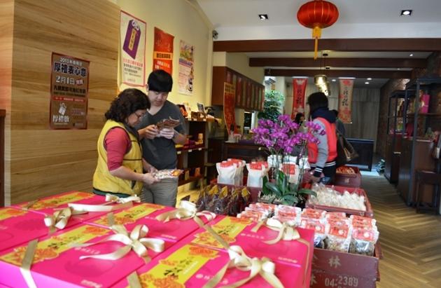 食在有趣 台湾、美食めぐり④ 台中編 ほっこりレトロな老舗の銘菓、林金生香餅店へ_b0053082_18125688.jpg