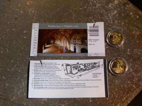 中欧家族旅行2012年08月-第九日目-チェコ・プラハ、プラハ城(III)、聖ヴィート大聖堂鐘楼とプラハの眺め_c0153302_15461255.jpg