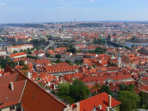 中欧家族旅行2012年08月-第九日目-チェコ・プラハ、プラハ城(III)、聖ヴィート大聖堂鐘楼とプラハの眺め_c0153302_15462410.jpg