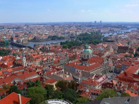 中欧家族旅行2012年08月-第九日目-チェコ・プラハ、プラハ城(III)、聖ヴィート大聖堂鐘楼とプラハの眺め_c0153302_15462895.jpg