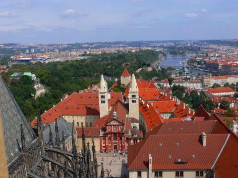 中欧家族旅行2012年08月-第九日目-チェコ・プラハ、プラハ城(III)、聖ヴィート大聖堂鐘楼とプラハの眺め_c0153302_15464399.jpg