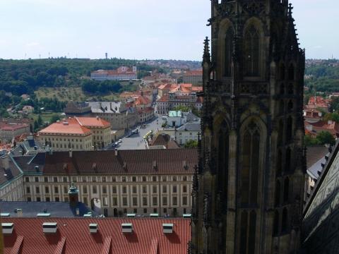 中欧家族旅行2012年08月-第九日目-チェコ・プラハ、プラハ城(III)、聖ヴィート大聖堂鐘楼とプラハの眺め_c0153302_15474532.jpg