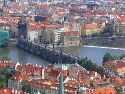 中欧家族旅行2012年08月-第九日目-チェコ・プラハ、プラハ城(III)、聖ヴィート大聖堂鐘楼とプラハの眺め_c0153302_1612686.jpg