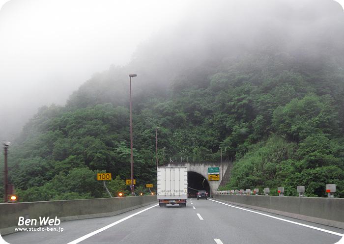トンネルを抜けると、そこは..._c0210599_2234363.jpg