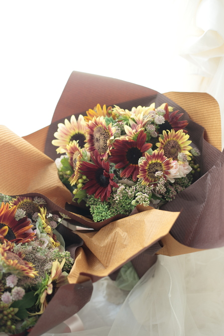 御両親贈呈の花束 ひまわりで 次回単発レッスンは9月1日です&臨時休業のお知らせ_a0042928_12331553.jpg