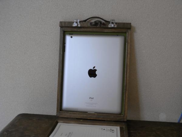 大変ステキな木製、iPadケース。_c0004568_1437952.png