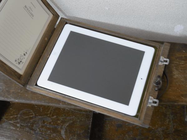 大変ステキな木製、iPadケース。_c0004568_1439618.png
