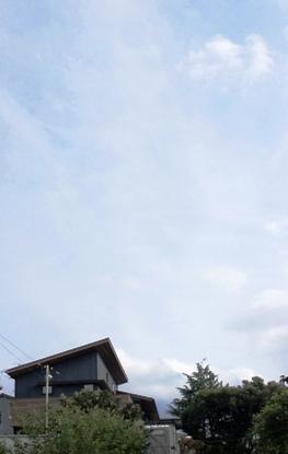 「緑豊かな高台に建つ二世帯住宅」周囲の環境によって素材を選びます_f0170331_1815248.jpg