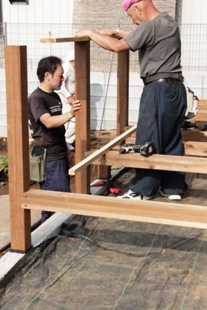 「緑豊かな高台に建つ二世帯住宅」周囲の環境によって素材を選びます_f0170331_18154512.jpg