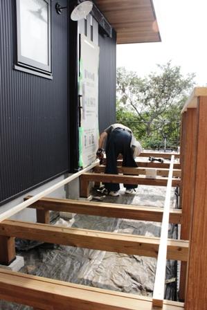 「緑豊かな高台に建つ二世帯住宅」周囲の環境によって素材を選びます_f0170331_1815566.jpg
