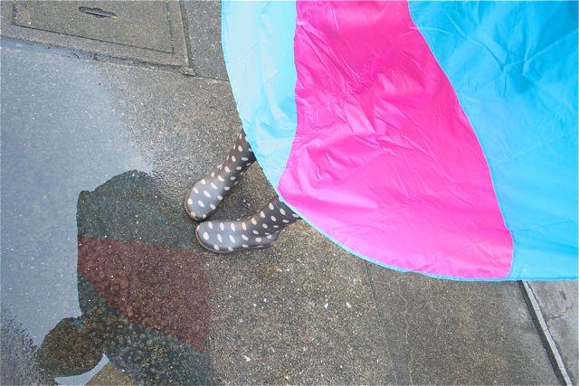 雨の日を楽しくしてくれる!カラフルでかわいいレインコートポンチョ
