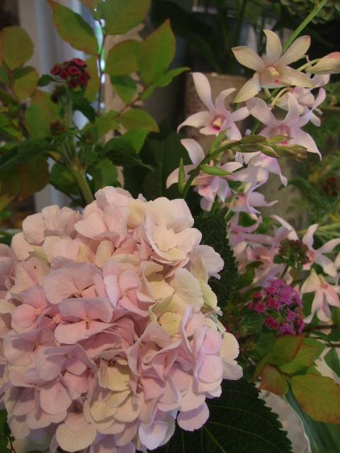 オークリーフ(秋色紫陽花を入れたアレンジメント)_f0049672_17533287.jpg