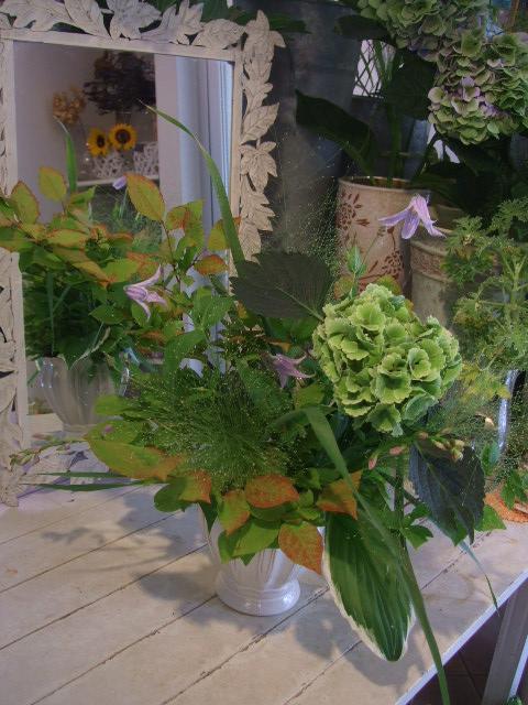 オークリーフ(秋色紫陽花を入れたアレンジメント)_f0049672_17534514.jpg