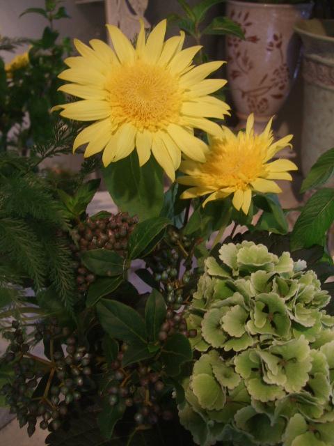 オークリーフ(秋色紫陽花を入れたアレンジメント)_f0049672_18174870.jpg
