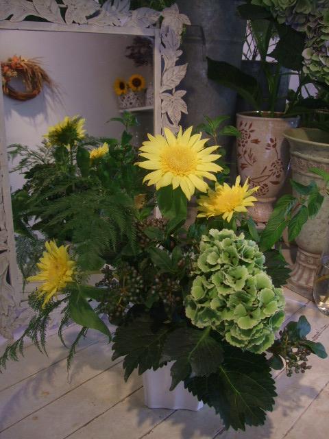 オークリーフ(秋色紫陽花を入れたアレンジメント)_f0049672_1818337.jpg