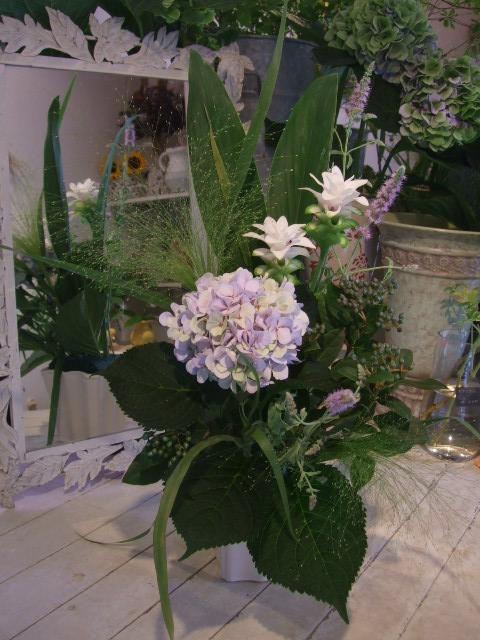 オークリーフ(秋色紫陽花を入れたアレンジメント)_f0049672_186247.jpg