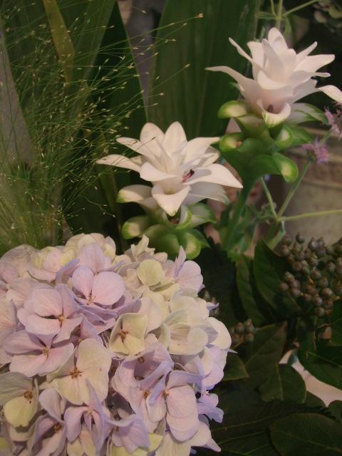 オークリーフ(秋色紫陽花を入れたアレンジメント)_f0049672_18647100.jpg