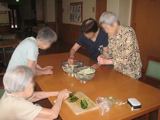 昼食づくり<アクティブライフ芦屋・グループホーム つつじ>_c0107602_11355588.jpg
