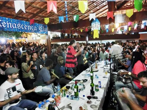 from Rio de Janeiro, BRASIL ...Sambaの殿堂にピンで出演、巨匠たちと共演♬ _b0032617_0234845.jpg