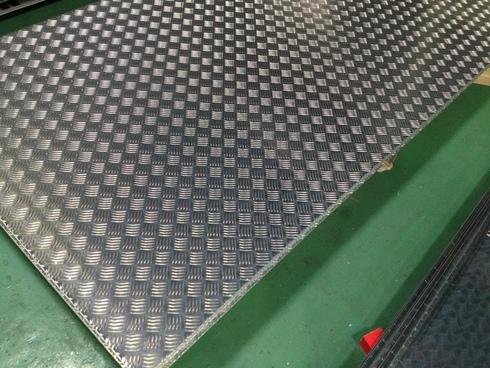 アルミ 縞板のレーザー切断_d0085634_10442612.jpg