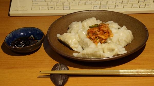 お昼は水餃子_e0166355_1174644.jpg