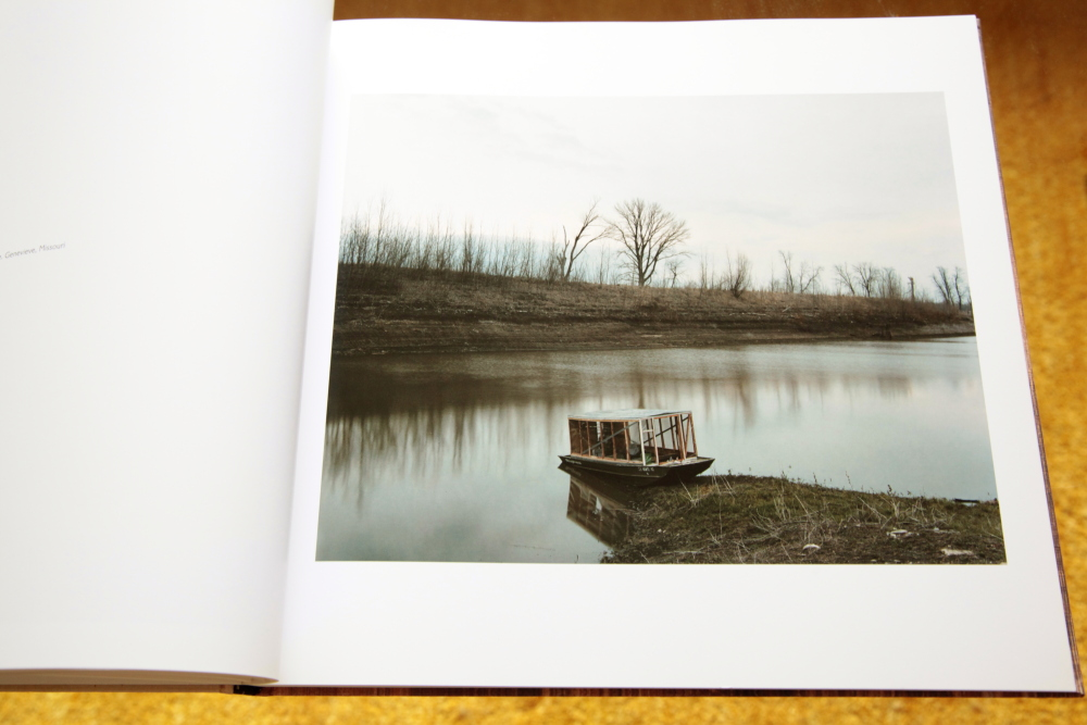 Alec Soth 「Sleeping by the Mississippi」_c0016177_10381320.jpg