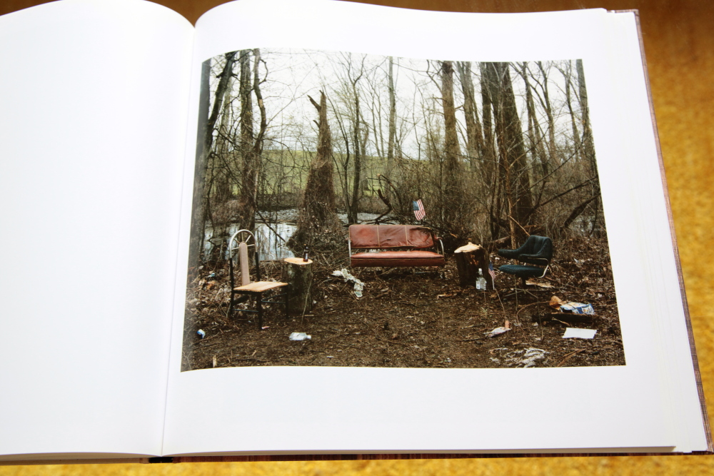 Alec Soth 「Sleeping by the Mississippi」_c0016177_10384539.jpg