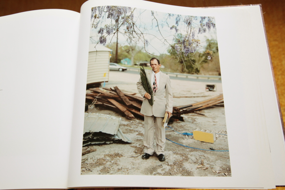 Alec Soth 「Sleeping by the Mississippi」_c0016177_1039996.jpg