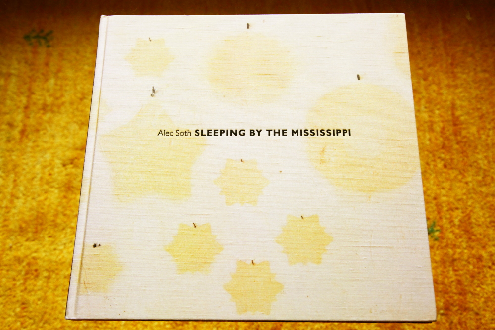 Alec Soth 「Sleeping by the Mississippi」_c0016177_1042198.jpg