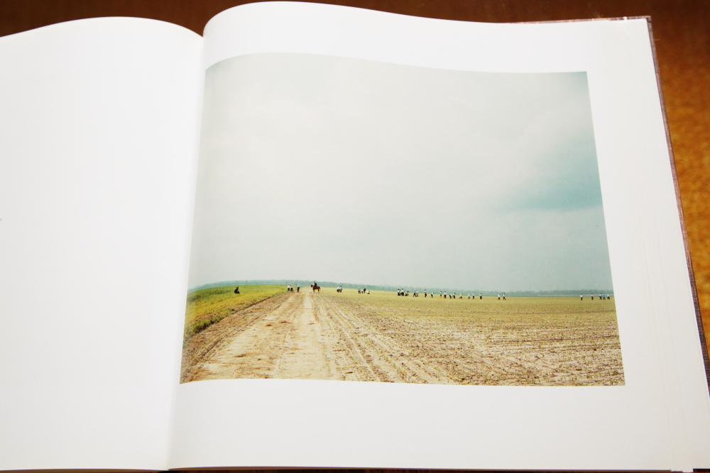 Alec Soth 「Sleeping by the Mississippi」_c0016177_10485974.jpg