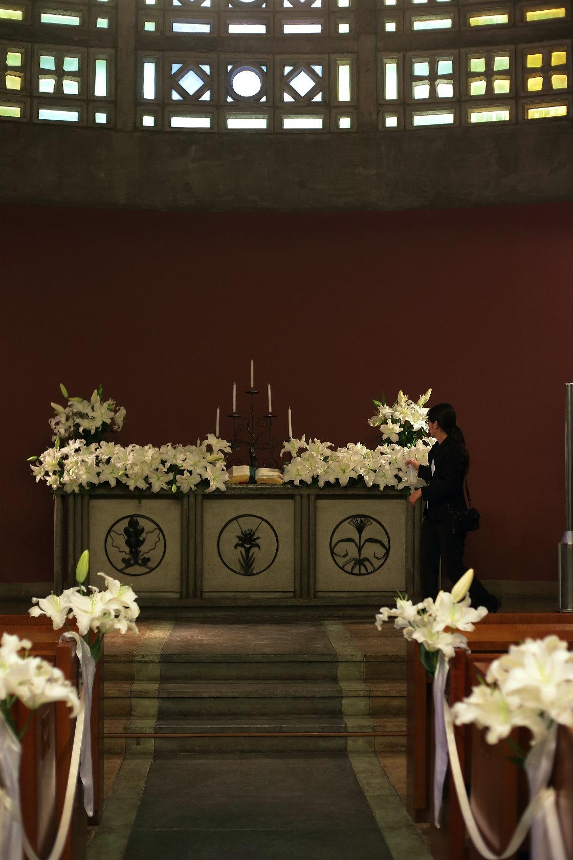 ユリの挙式の装花 東京女子大学、チャペルへ_a0042928_2044473.jpg