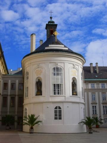 中欧家族旅行2012年08月-第九日目-チェコ・プラハ、プラハ城(I)、入城、第1と2の中庭_c0153302_205254.jpg