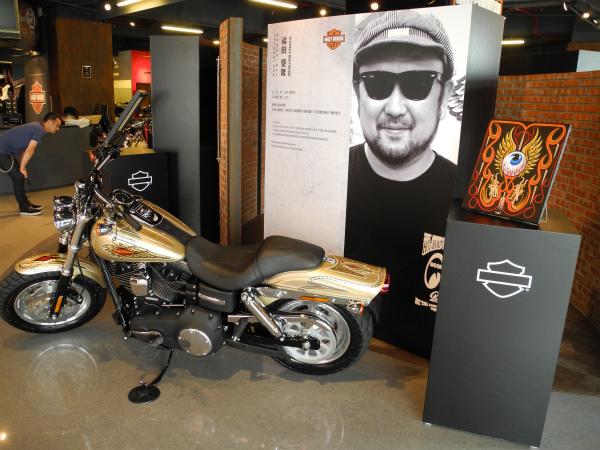 Harley Davidson FXDF_a0095515_1140650.jpg