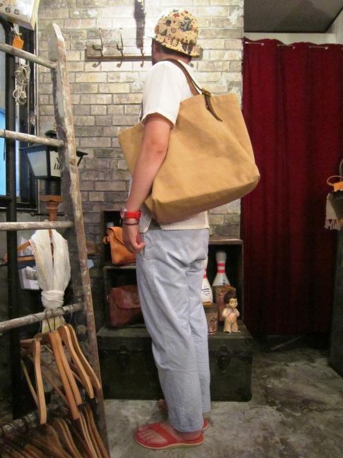 "SLOW \""tannin tote bag Lsize\"" ご紹介_f0191324_932345.jpg"