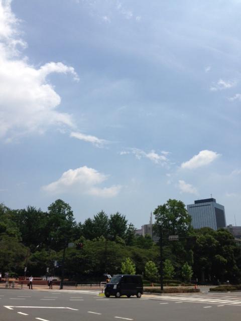 昼間の日比谷公園角_a0004752_15371367.jpg