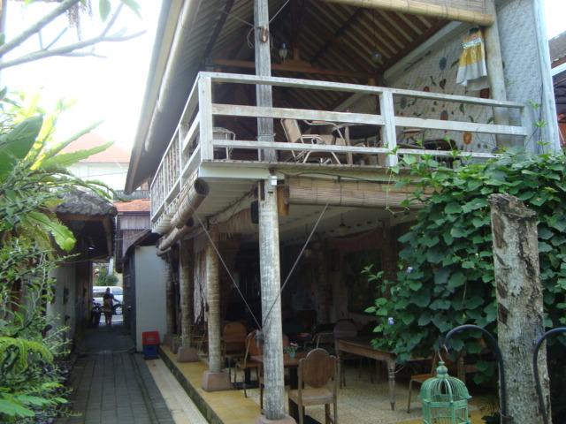 バリ島へ行く。⑦ ~ウブドのおしゃれカフェ~_f0232060_2154647.jpg